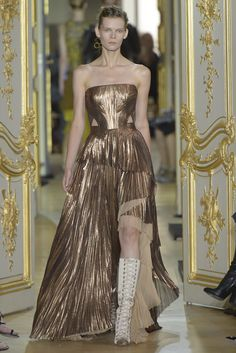 Couture Fall 2016 Trend: Metallics | J.Mendel Couture Fall 2016 [Photo: Giovanni Giannoni]