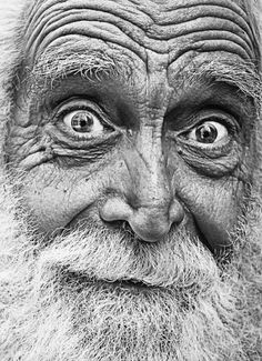 As we age, our foreheads play host to some unwanted visitors: Wrinkles. Discover how to SAFELY and successfully eliminate Forehead Wrinkles - for . Old Faces, Many Faces, Foto Portrait, Portrait Photography, Fred Instagram, People Around The World, Around The Worlds, Foto Face, Interesting Faces