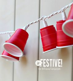 DIY Party Cup Garland ~ a really easy party decoration, mini red solo cup garland that lights up!