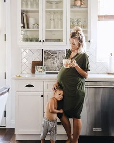 Mom and children photography family pictures sweets 35 Ideas Pregnancy Outfits, Pregnancy Photos, Pregnancy Style, Birth Photos, Baby Pregnancy, Pregnancy Fashion, Baby Family, Family Life, Acacia Brinley