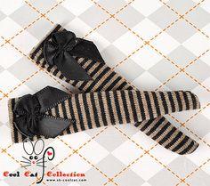 Blythe Pullip Knee Top Socks (Thin Stripe with Black Bow)