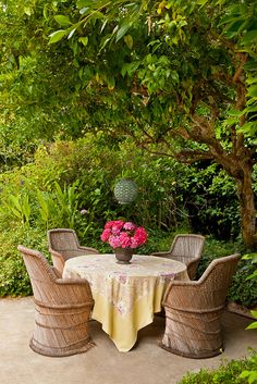 Anna Hackathorn Interior Design.  Photo by Wendy Ramos. outdoor dining, patio, garden