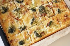 Aura-broileripiirakka, pellilinen, myös gluteeniton - Kulinaari-ruokablogi Spanakopita, Fajitas, Feta, Vegetable Pizza, Quiche, Curry, Food And Drink, Cheese, Vegetables