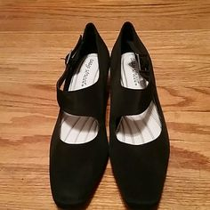 Soft Black Heels Fabric black shoes with cushioned soles. Easy Street Shoes