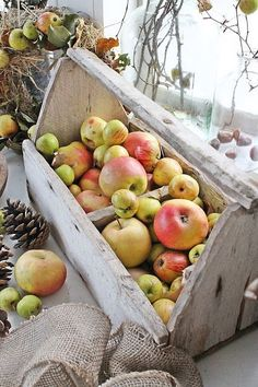 Country living  WOOD TOTE with Farmstand Apples...