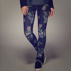 Lululemon Wunder Under Pant 3D *Special Edition These are absolutely stunning. This is the rose 3D print. The back is solid black. They were a gift that I cannot exchange, I wish they were a size bigger! lululemon athletica Pants Leggings