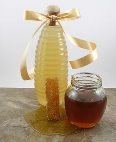 Learn how to make homemade honey liqueur. This delicious cordial is a good substitute for Barenjager® honey liqueur. Honey Liquor, Wine And Liquor, Honey Whiskey, Bourbon, Craft Cocktails, Cocktail Drinks, Alcoholic Drinks, Cocktail Recipes, Homemade Alcohol