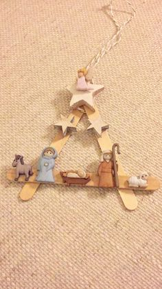 A cute hand-crafted nativity scene to hang in your Christmas tree or somewhere else. Retro Christmas Tree, Christmas Bible, Christmas Nativity Scene, Diy Christmas Cards, Christmas Wood, Christmas Projects, Kids Christmas, Handmade Christmas, Christmas Decorations