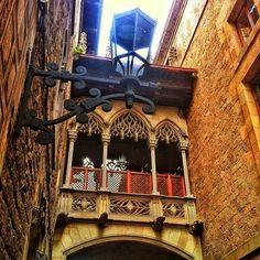 Pont del carrer del Bisbe / Barcelona