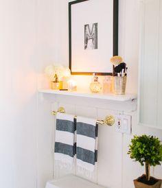 62 Trendy Bath Room Black And White Shelves Above Toilet – Bath. – 62 Trendy Bath Room Black And White Shelves Above Toilet – Bath. Toilet Shelves, Bathroom Shelves Over Toilet, Wall Shelves, Bad Inspiration, Bathroom Inspiration, Bad Styling, Toilet Design, White Shelves, Floating Shelves