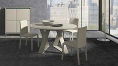 Zaffiro is a particularly flexible table designed to furnish the living room with timeless style. By Presotto