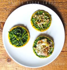 MILLET PIZZA CRUSTIngredientsFor the base- 7/8 handfuls of millet- 2 tablespoons of extra virgin olive oil- 30g of water- salt to taste- dried oregano to tasteFor the green sauce- 1 bunch of parsley- 1 tablespoon hot mustard- 4 anchovies- extra virgin olive oil to taste- garlic (if you like)- 1 tablespoon of apple cider vinegarOther seasonings- 2 handfuls of fresh chicory- 1 zucchini- 1 small green pepper- mung bean sprouts- Sella of San Venanzo (alternatively lard or raw ham)Behind the…