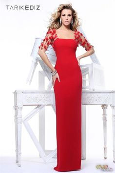 TarikEdiz dress in Red Red Fashion, Look Fashion, Fashion Clothes, Couture Fashion, Womens Fashion, Beautiful Gowns, Beautiful Outfits, Evening Dresses, Prom Dresses