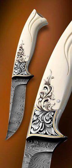 Faca artesanal com cabo de marfim entalhado, com inserção de metal gravado