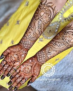 Mehndi Designs Bridal Hands, Wedding Henna Designs, Engagement Mehndi Designs, Back Hand Mehndi Designs, Legs Mehndi Design, Mehndi Designs For Girls, Unique Mehndi Designs, Dulhan Mehndi Designs, Latest Mehndi Designs
