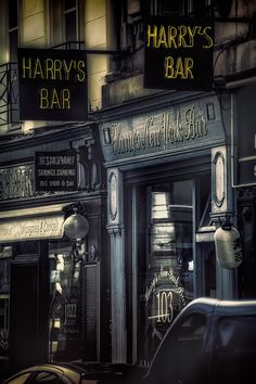 The First Cocktail Bar in Europe—Harry's New York Bar, Paris, France 2015[Birthplace of the Bloody Mary among others]