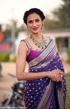 #ShilpaReddy for sure knows the art of dressing up. In this dazzling #silksaree and a smartly crafted trendy blouse, she is looking smashing!