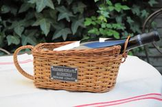 Retrouvez cet article dans ma boutique Etsy https://www.etsy.com/listing/224290391/french-rattan-bottle-holder-from-the