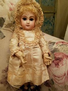 DARLING ALL ORIGINAL ANTIQUE ALMOND EYED PORTRAIT JUMEAU FRENCH BEBE DOLL SIZE 7 in  | eBay!
