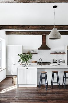 Awesome 45 Best Farmhouse Kitchen Island Decor Ideas On a Budget https://homeylife.com/45-best-farmhouse-kitchen-island-decor-ideas-budget/