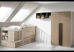 Este dormitorio de bebé se compone de una cuna convertible con cajones inferiores, que incluye colchón y cambiador acolchado, un armario recto de 100x200x60 cm y un gracioso esquema de estantes en forma de cubos de 36x36 cm cada unidad.