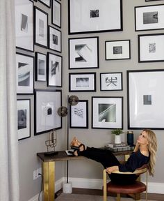 A corner office accessorized with a corner gallery wall. Office Furniture, Furniture Design, Corner Office, Other Space, Business Goals, Wall Hanger, Elle Decor, Interior Inspiration, Gallery Wall