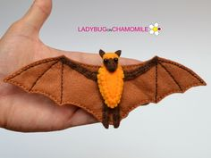 Animals of Australia. They are so interesting in the nature! Felt Fruit, Fruit Bat, Felt Food, Hanging Ornaments, Felt Ornaments, Felt Diy, Felt Crafts, Felt Magnet, Australia Animals