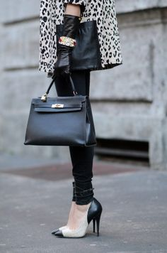Hermes Kelly. - ...yeah yeah, I just want the SHOES! ;)