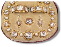 Vintage Cameo Jewelry, Royal Jewelry, Victorian Jewelry, Jewelry Sets, Antique Jewelry, Headpiece Jewelry, Jewellery, Gold Money, Empire