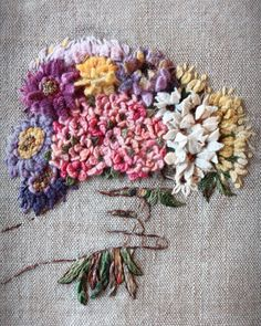 No automatic alt text available. Embroidery Flowers Pattern, Hand Embroidery Stitches, Hand Embroidery Designs, Cross Stitch Embroidery, Embroidered Flowers, Contemporary Embroidery, Brazilian Embroidery, Needlework, Origami