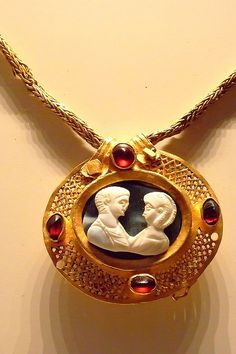 Roman Necklace with Relief Pendant Gold garnet emerald glass and chalcedony 200 - 400 AD.