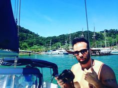 Esse cara...  #groom #myking #paraty #boats #sailboat #amazing #summer #delicious #beard #love #mine #matoemorro #jealous #photooftheday #futurehusband #sexy #iphonography #beautyhands #sunglasses #rayban #nikon #tattoos by juwarick