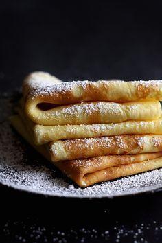 Palatschinken (Austrian Crêpes) - a step by step recipe for palatschinken, a traditional Austrian dish. www.lilvienna.com/palatschinken-austrian-crepes