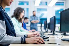 De leerlingen van de 21ste eeuw hebben toegang tot enorm veel informatie via het internet. De communicatie tussen klasgenoten en leerkrachten was nog nooit zo gemakkelijk. Daarnaast wordt er ook vertrouwelijke informatie uitgewisseld en opgeslagen. Een veilige internetverbinding is een cruciaal element voor onze educatie geworden.Bescherming van gegevensEen school kan je vergelijken met een klein logistiek bedrijf. Scholen bewaren de gegevens van alle leerlingen en hun personeel. Rekeningen…