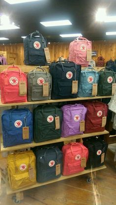 Fjallraven - Kanken Classic Backpack for Everyday Mochila Kanken, Mochila Nike, Cute Backpacks, School Backpacks, Aesthetic Backpack, Aesthetic Bags, Cute School Supplies, Mode Blog, Indie Outfits