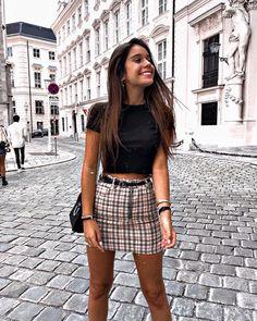 """AINA SIMON on Instagram: """"Babyssss🖤 como ya sabéis mañana haremos un market donde venderemos nuestra ropa y podremos conocernos en el @odhotels Barcelona 🤭🤩 nos…"""""""