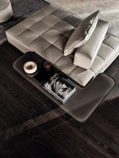Made entirely of solid brushed oak with a painted black finish, the base of the Minotti Song Coffee Table reveals its ancestry, firmly-… Sofa Bench, Bench Furniture, Unique Furniture, Furniture Design, Furniture Stores, Luxury Furniture, Couch, Living Room Sofa Design, Living Room Designs