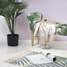 A dzsungeles stílus sokak kedvence: mi is nagyon oda vagyunk érte! A képen dzsungeles mintájú AMAZONE ülőpadunkat láthatjátok! #amazone #lakberendezés #otthon #hall #nappalibútor #előszobabútor Halle, Gym Bag, Urban, Interior Design, Bags, Bedroom, Riding Habit, Nest Design, Handbags