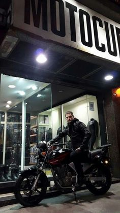#motocuero #camperadecuero #camperarockera #rock #camperamoto #ropadecuero #moto #custom #chopper #motojacket #leather  MOTOCUERO: https://www.facebook.com/motocueromc  COLECCIÓN: https://www.facebook.com/media/albums/?id=215779941777907id%3D215779941777907