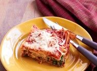Easy Chicken and Spinach Lasagna–400 Calories Per Serving!