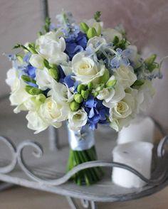Букет невесты для свадьбы в морском стиле. Лично мне он напоминает морскую пену, такую нежную, приятную и ласкающую взгляд☺️ Смотрю на него и скучаю по морю #vse_sezony_wedding
