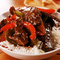We're huge fans of homemade beef and broccoli, but many people are still afraid of the green florets. This is the broccoli-free version of your favorite takeout stir-fry. We like to use red and green peppers (because they make the dish so dang pretty! Beef Recipes For Dinner, Beef Chunks Recipes, Recipes With Peppers, Cubed Steak Recipes, Crockpot Beef Recipes, Stewing Beef Recipes, Beef Dinner Ideas, Minute Steak Recipes, Leftover Steak Recipes