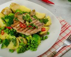 Côte de porc grillée et légumes verts cuits vapeur : http://www.fourchette-et-bikini.fr/recettes/recettes-minceur/cote-de-porc-grillee-et-legumes-verts-cuits-vapeur.html