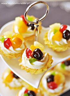 kruche babeczki z owocami Polish Desserts, Mini Tart, Cupcakes, Dessert Drinks, No Bake Cookies, Confectionery, Panna Cotta, Food And Drink, Cooking Recipes