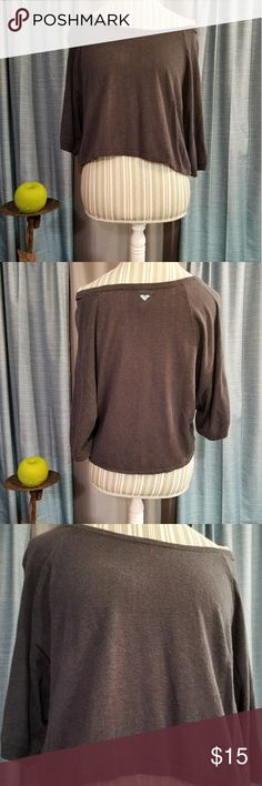 🌻🌺🌻ROXY CROP TOP!! SIZE:XL (my mannequin is a medium)   BRAND:Roxy   CONDITION:good, no flaws. Streaks are from lighting.   COLOR:gray  Has metal logo on the back   🌟POSH AMBASSADOR, BUY WITH CONFIDENCE!   🌟CHECK OUT MY OTHER ITEMS TO BUNDLE AND SAVE ON SHIPPING!   🌟OFFERS WELCOME!   🌟FAST SHIPPING! Roxy Tops