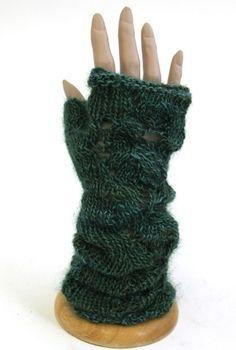Fingerless gauntlets:  free pattern