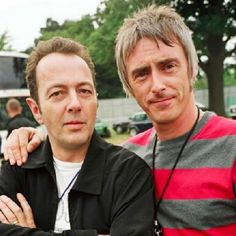 we agree with the clash - Paul Weller with Joe Strummer [via Dischivolanti] ...