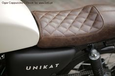 Ogar 125 ccm Cappuccino - dark brown leather seat.