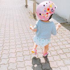 "36 Likes, 12 Comments - 🧀nao🍞 (@soma091) on Instagram: ""2016/07/12 ・ プールバッグ👜を持たせるのを忘れ、 朝から自転車こいで幼稚園まで🚴 ・ ド派手なヘルメット、お気に入りの様子🙄🌺 ・ ・ ・ #帰りは爆睡#手には葉っぱ#いつものパターン"""