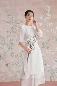 Model Dress Kebaya, Vietnamese Clothing, Traditional Gowns, Ao Dai, Outdoor Outfit, Party Dress, Cold Shoulder Dress, Sunday, Teacher